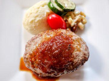 肉汁爆弾! 大人気行列店『ミート矢澤』の名物「黒毛和牛ハンバーグ」が家で食べられる!