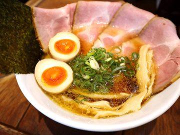 滋賀ラーメンの『十二分屋』が東京初上陸! 近江熟成醤油と蛤の深うまい味にハマる人続出