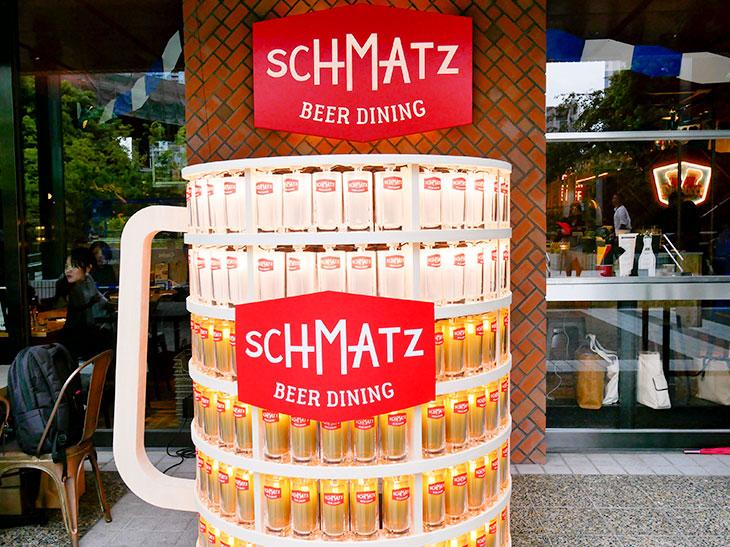 お店の前には、期間限定で特大ビールジョッキも登場