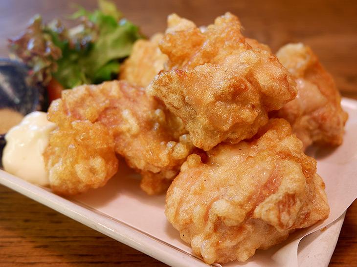 肉汁たっぷりヤケド注意! 『鶏のチョモランマ』で絶品の若鶏もも肉の唐揚げを食べてきた