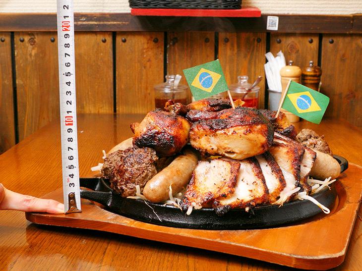 総重量約3.5kgの肉マウンテン! 秋葉原『Tucano's Grill』の名物「ペタプレート」を食べてきた