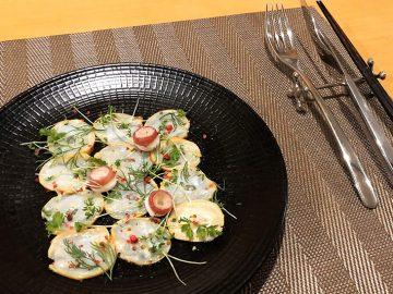 『プティレストラントミ』冨永政志さんのヒミツめし! フライパンで作るミズダコのスモーク