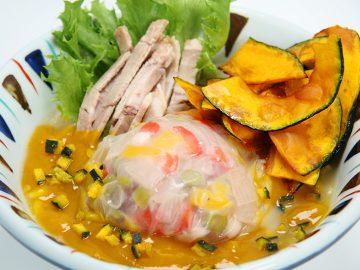 ハロウィン仕様のらーめん!? かぼちゃ1/3個分の栄養がとれる『かぼちゃのポタージュらー麺』が凄い