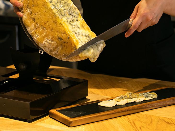 自家製のトルティアがまたおいしい! 「ブルードジェックス(ラクレットのことも)のケサディア」