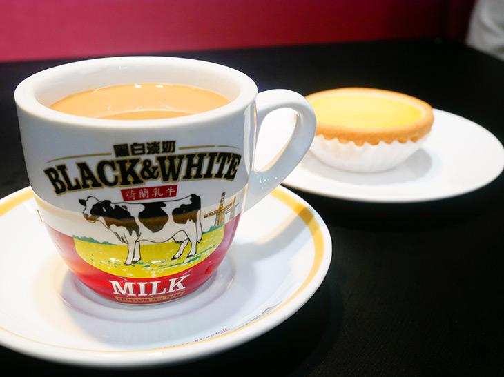 「香港式ミルクティー」356円と、お店の一番人気「エッグタルト」220円