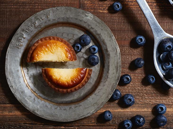 今日から15日間限定販売! 年間3500万個を売るチーズタルト専門店『BAKE CHESSE TART』から北海道ブルーベリーを使った2品が登場