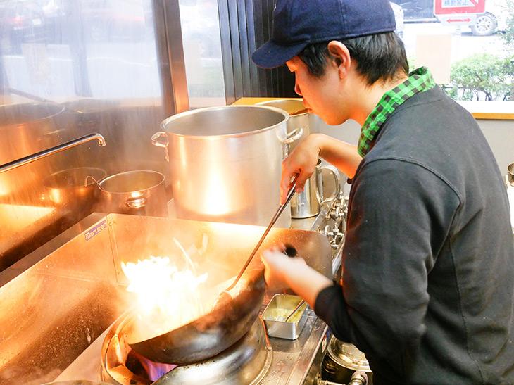 店主・福重さん。来月には坦々麺スタート予定