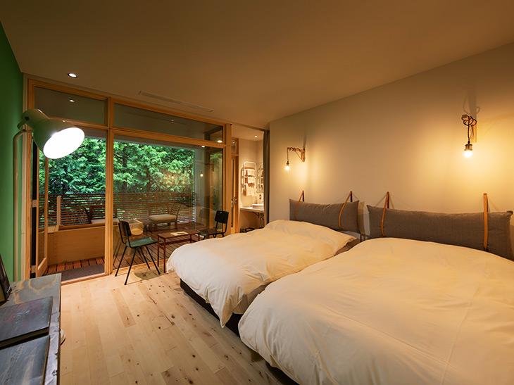 一室ごとにインテリアや間取りが異なる客室だが、全室露天風呂付き