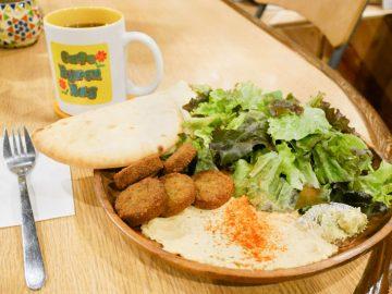 え、ココほんとに浅草? 「英語が公用語」のディープなカフェ『カフェ バイロンベイ』に行ってきた