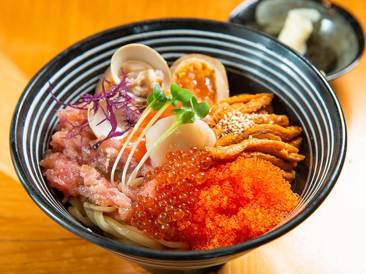 「ちらし麺(松)」1,300円。(竹)900円もある