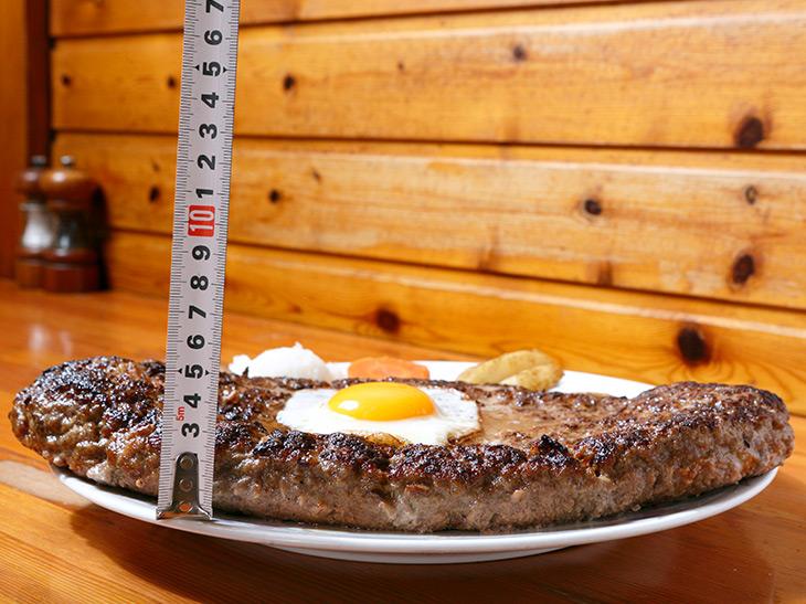 高さは約3cm。普通のハンバーグより、やや厚め、といったところ