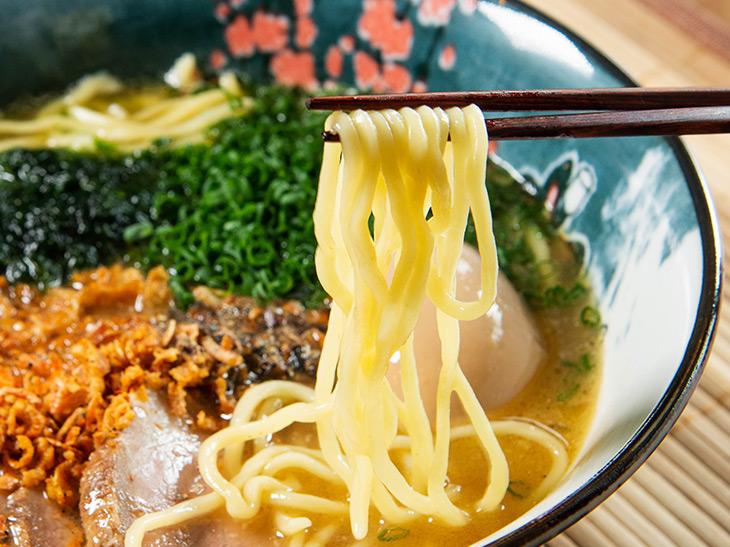 麺は鎌倉の製麺所、邦栄堂製麺所の麺を使用。麺大盛りはプラス200円