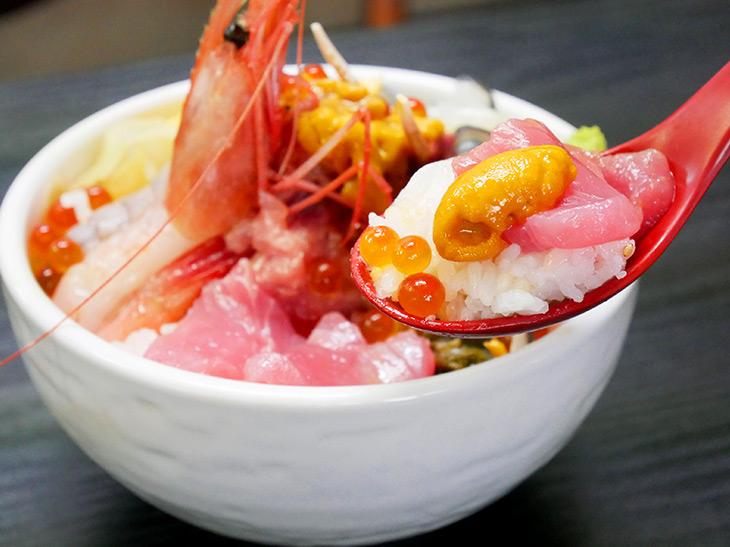 イクラがこぼれる寸前! こんなに新鮮プリプリなの、北海道で食べて以来!