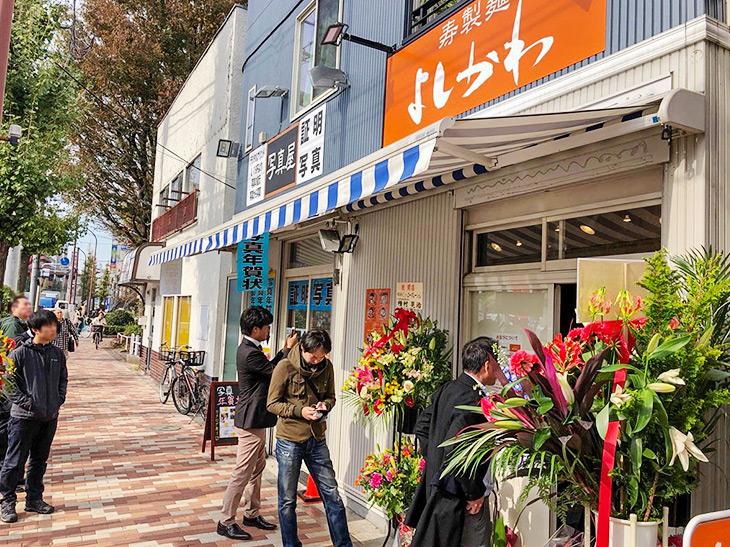 都営三田線・西台駅から徒歩3分。オープン日の11時開店30分前に行列に並びました。そしてオープン一巡目のギリギリ最後の1席を確保!