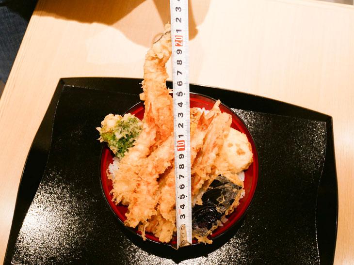 この日のアナゴは約22cm。長い! 食べ応えがあります
