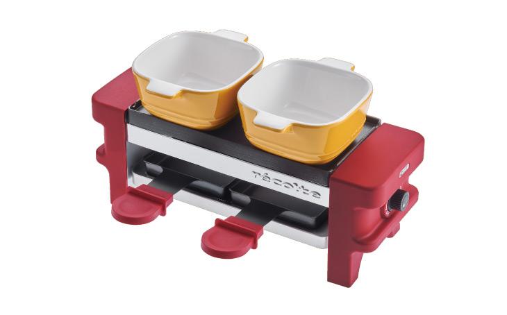 上のココットでチーズフォンデュ、下の赤い持ち手のミニパンでチーズを温めてラクレットに。5,400円