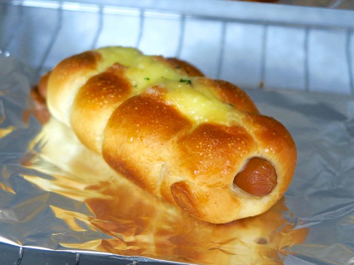 惣菜パンは、パン生地がふんわりするだけでなく、具もきちんと温まっていた
