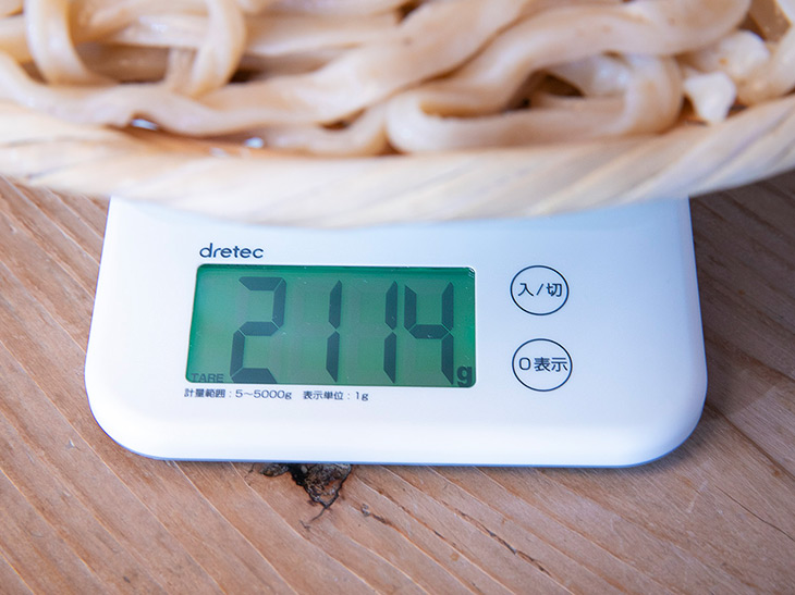 重さは2,114g(皿・ザルの重さを除く)。田舎汁と合わせると、2.5kg超えは確実