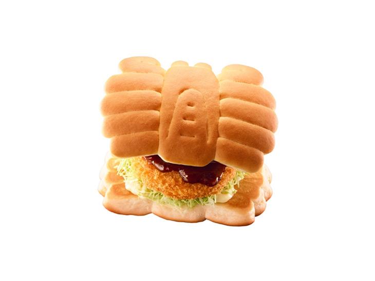 見た目がスゴい! ロッテリアから「かにぱん」×「紅ずわいがにのコロッケ」の新作バーガーが登場!