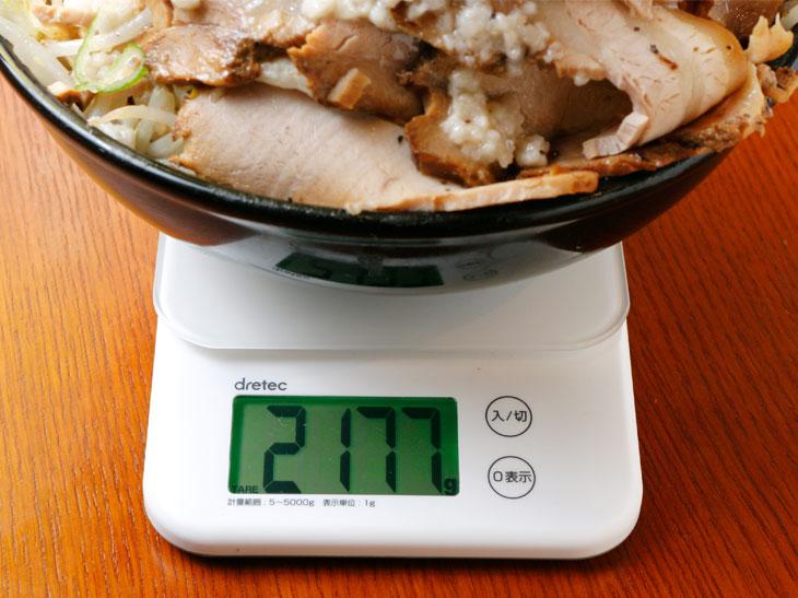 重さは2,177g(器の重さを除く)。どっしり感があるのは、さすが2kg超え!