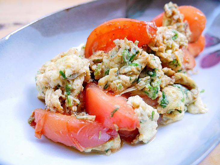 すぐできる男子つまみ! 酒のアテにもごはんにもぴったりな上海家庭料理の定番「卵とトマトの上海風炒め」の作り方