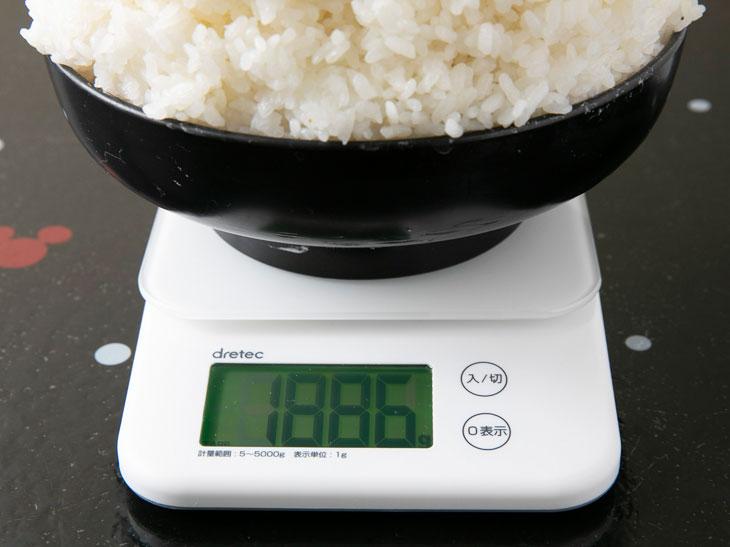 重さは1,886g(器の重さを除く)。通常のお茶碗一杯が約150gとすると、約12.5杯!