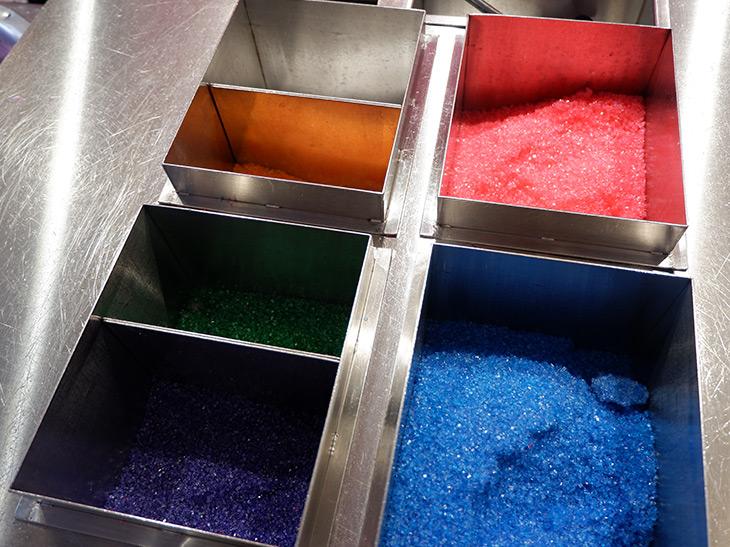 色と味の異なる数種類のザラメを使います