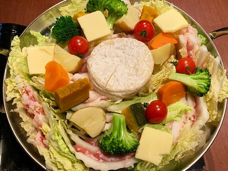 """2019年鍋のキーワードは""""背徳感""""? SNSで話題の新宿『kawara CAFE&DINING』の「背徳鍋」を食べてみた!"""