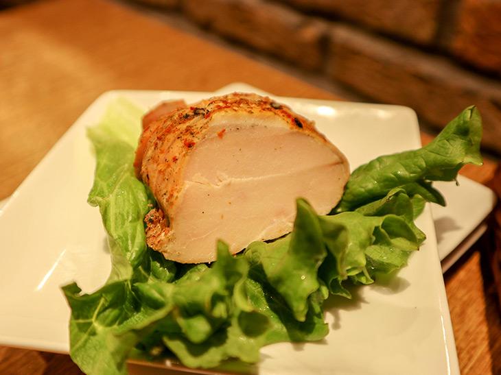 「しっとり胸肉の燻製」ミニサイズ380円