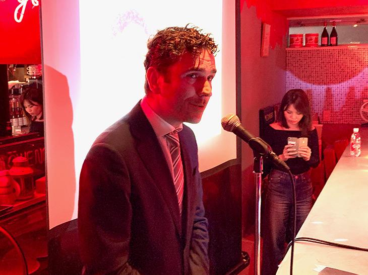イベントにはルーカス・ボルス社グローバル・マーケティング・ディレクターのドミニク・フランケン氏が登場。「かわいらしいピンクのリキュールを楽しんでほしい」と話した
