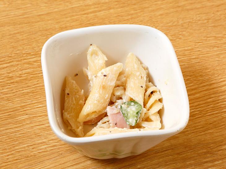 この日の「お通し」210円はマカロニサラダ。ハム入りの懐かしい味
