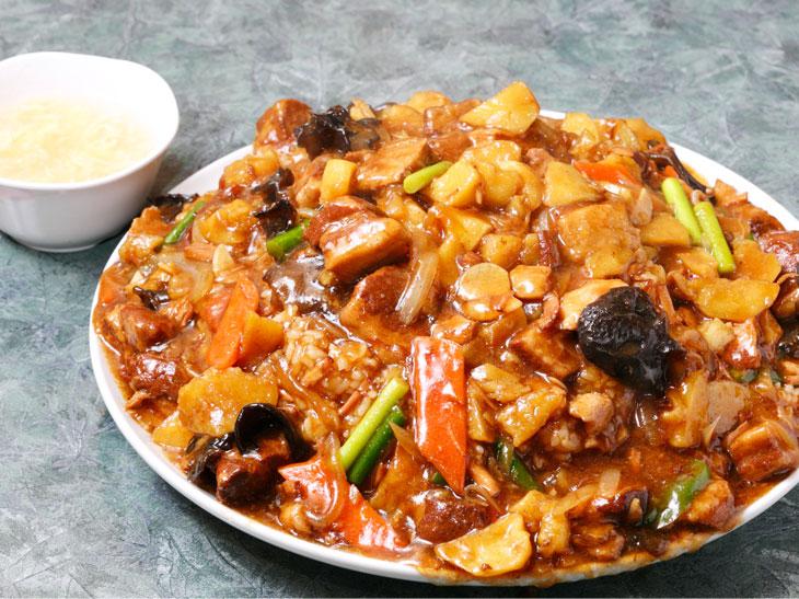 3kg超え! 調布『食神 餃子王』で「ジャンボ豚角煮かけご飯」を食べてきた
