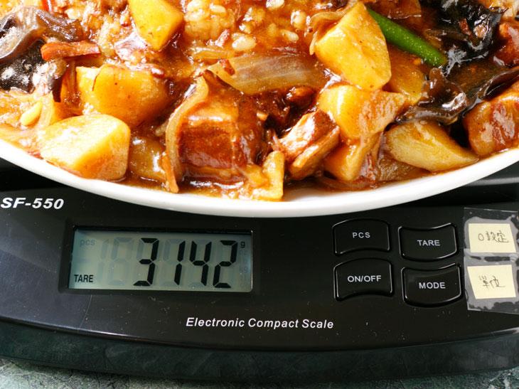 重さは3,142g(器の重さを除く)。公式では2,500gですが、3kgのつもりで挑むべし!