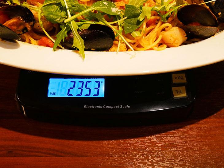 重さは2,353g(器の重さを除く)。通常の6人前のボリュームです