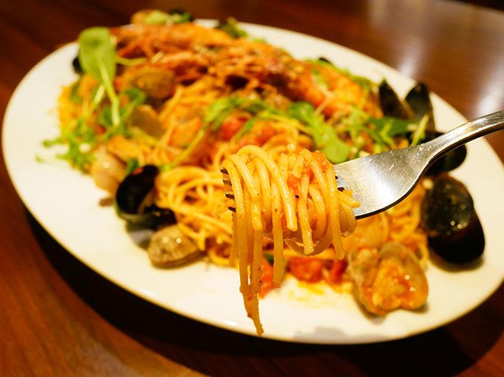 ニンニクの香りも食欲をそそる! エビ&貝ダシのきいたスパゲティ