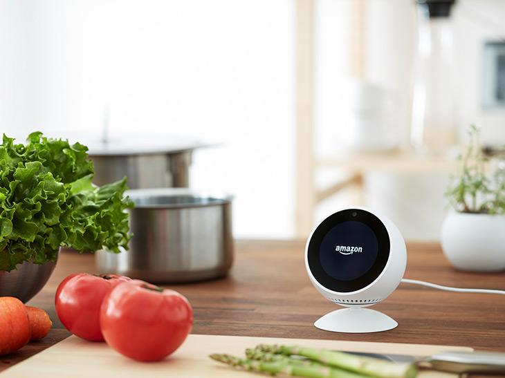 """「アレクサ」でおなじみ「Amazon Echo Spot」が""""料理""""に超絶便利な理由"""