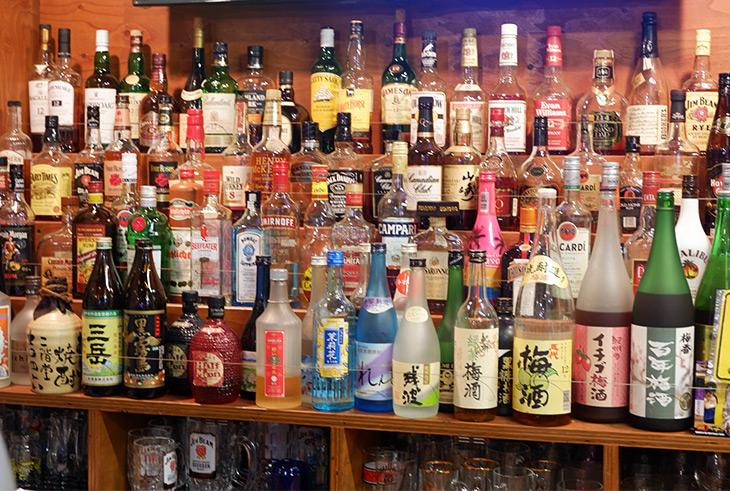 バーテン歴もあるというご主人のお店にはお酒も豊富にそろっています