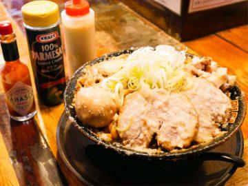 大量の背脂で背徳の旨さ! 大崎広小路『平太周』のカロリーモンスター「爆盛油脂麺」を食べてきた