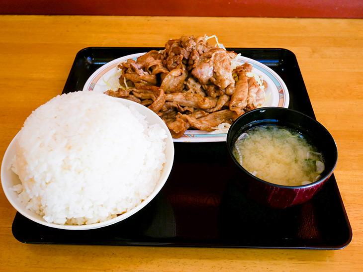 「ジャンジャン焼き」大盛650+肉大盛り200、トータル850円。ゴハンはこんもり山盛り!