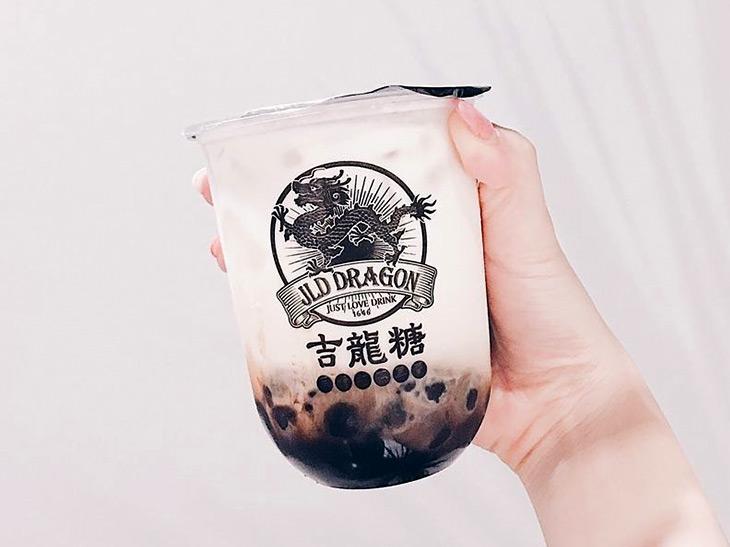 お店では看板メニューの「黒糖タピオカミルクフォーム」を始め、「黒糖タピオカ台湾ウーロンティー」や「黒糖台湾ウーロンティーラテ」などを提供