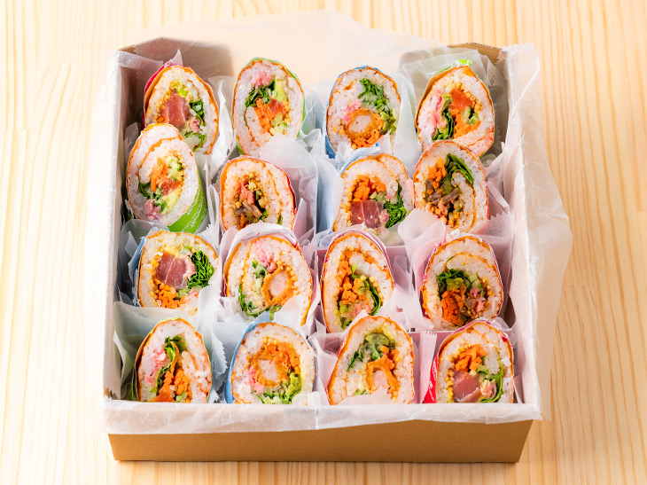 「おすすめパーティーセット」は5,000円。通常の寿司ブリトーは1本あたり1,300円前後なので、パーティーセットがお得