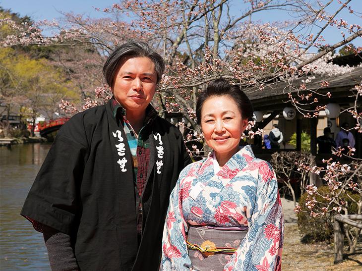 NHK-BSドラマ「幕末グルメ ブシメシ!」で料理監修をしていた冬木れいさん(右)に声をかけたのがユキ・リョウイチさん(左)