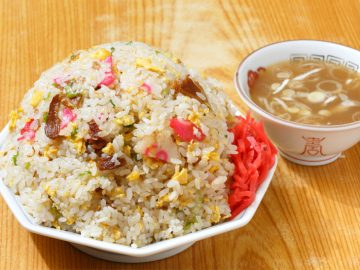 約1kgの大盛り炒飯! 亀戸『ラーメンya』で名物の「チャーハン 大盛り」を食べてきた