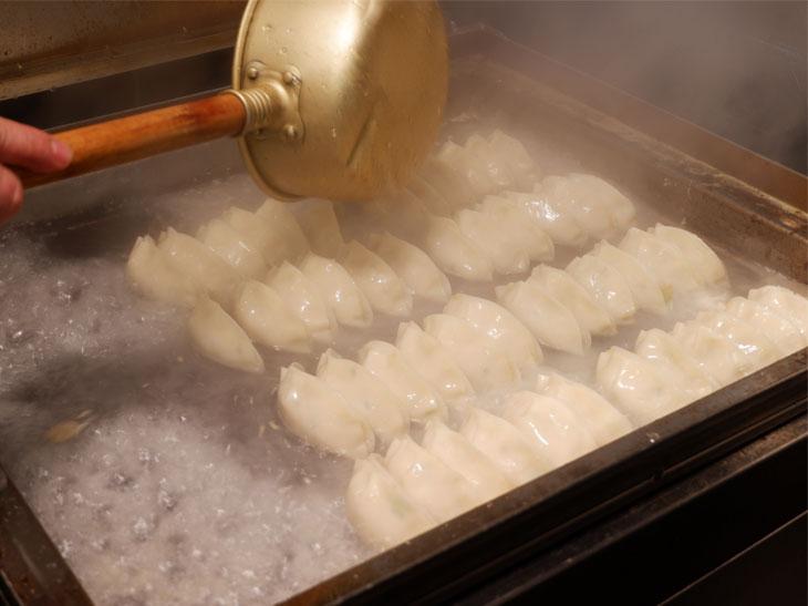 「神焼き」と呼ばれる絶妙な焼き加減で味わえます