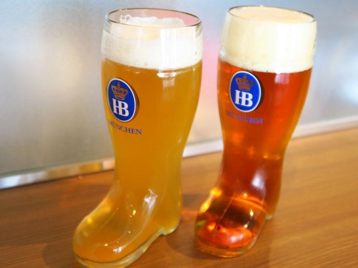 ランチタイムはドイツ伝統のブーツグラスに注ぐ。飲み放題以外では、ブーツグラス(250ml/650円~)、Mサイズ(500ml/1,240円~)、マスジョッキ(1000ml/2,300円~)の3種類が選べる。ドイツではマスジョッキが主流