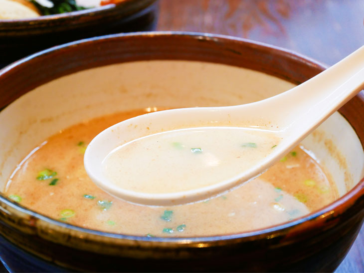 鶏白湯(トリパイタン)&塩ベースのつけ汁。旨味がギュッと濃厚!