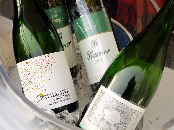 今回のイベントで出品されたワインの一部。個性的なエチケットが目を引く