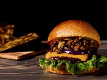 ハンバーガー専門店『ヴィレッジヴァンガードダイナー』の「プレミアムチーズバーガー」が旨い!