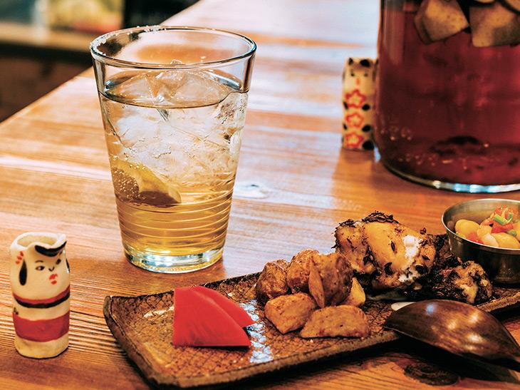 「本日のおつまみセット」ならレモンサワーと「おまかせ前菜盛り合わせ」で1,000円の幸せ価格