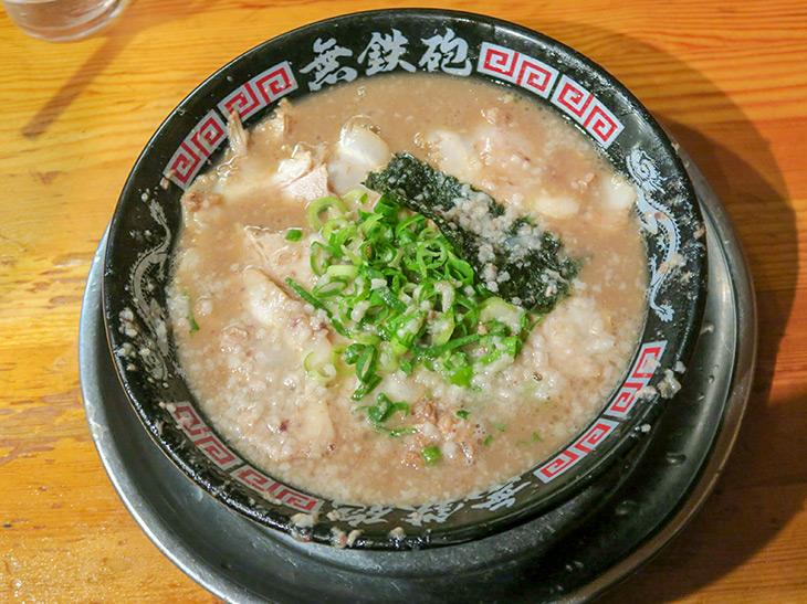 『無鉄砲本店』(京都府木津川市)の「豚骨ラーメン」
